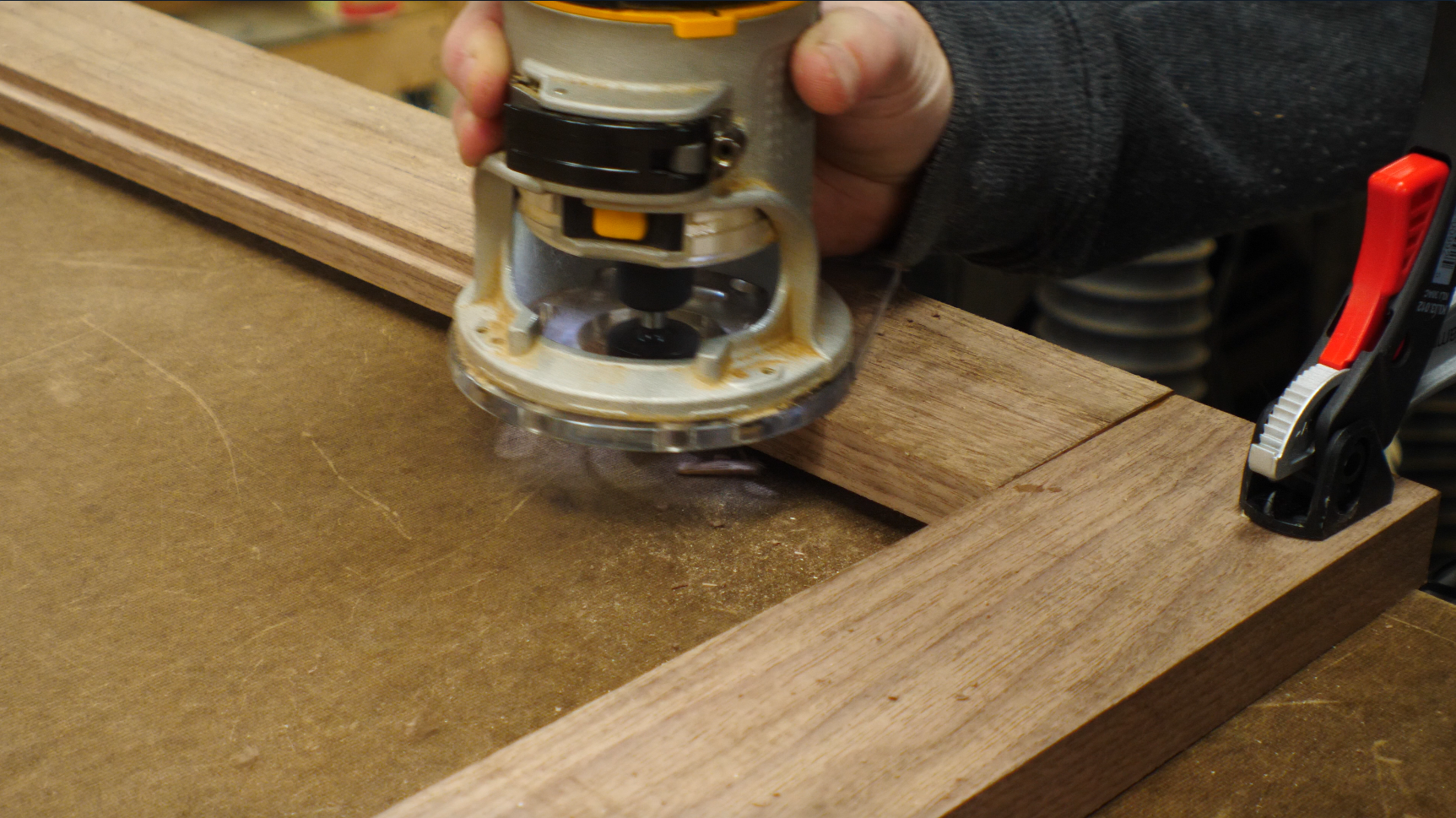 how to make a picture frame / cutting a rabbet with a router