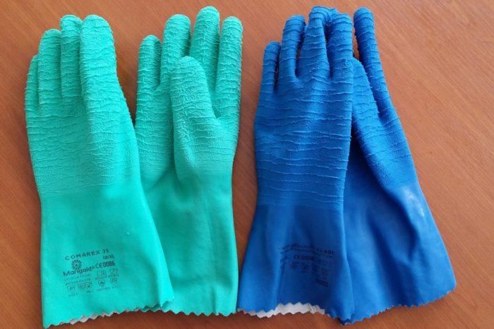 Gloves Must Match Chemical Hazard - Spanish