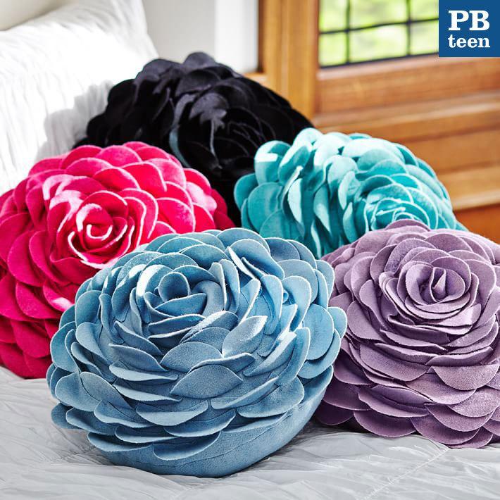 Pottery Barn rose forms a splendid flora felt cushion - BUYMA