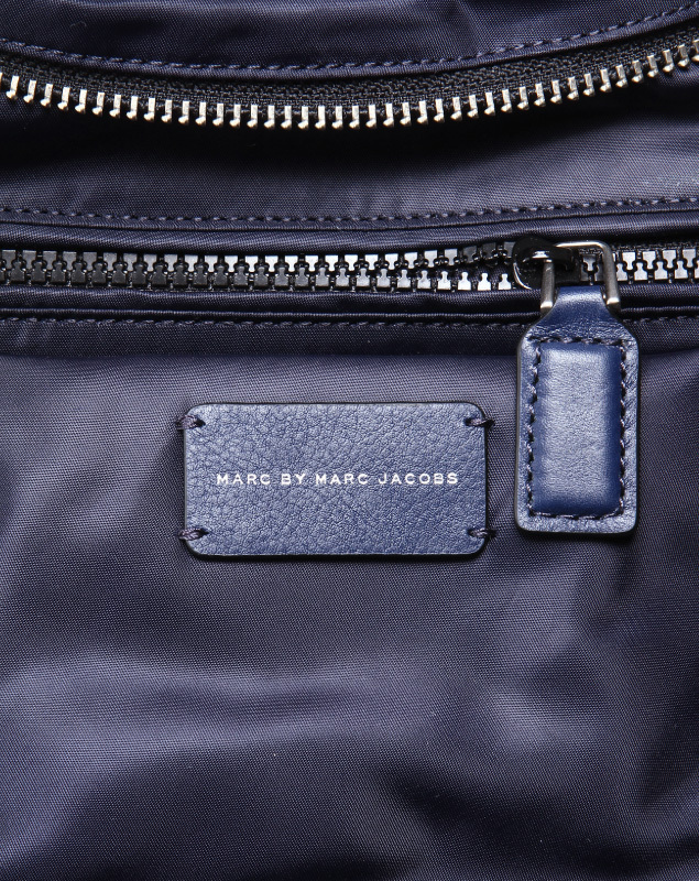 Marc by Marc Jacobs popular model 2-WAY back one point