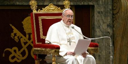 Papa Francisco molesto por estatua que le hicieron y pidió que la retiren