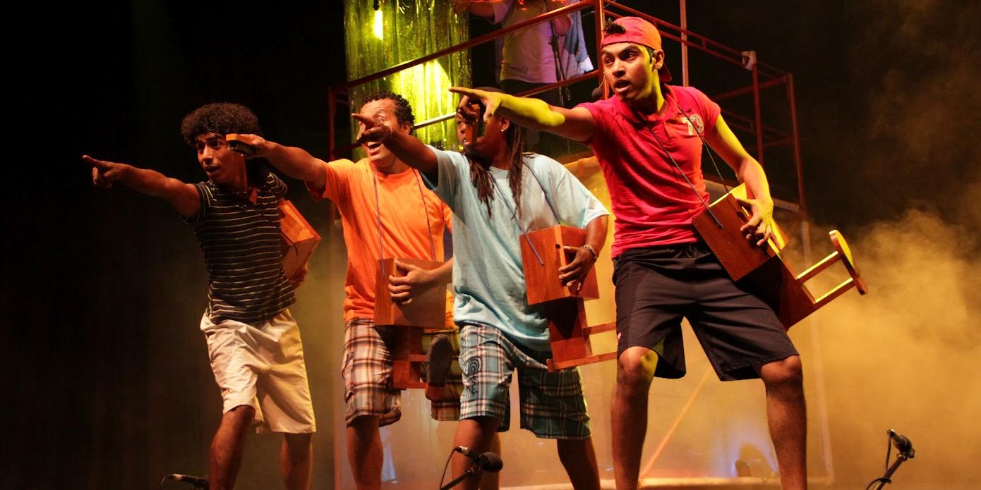 'Kimba Fa' transforma el ruido de escobas en un gran espectáculo
