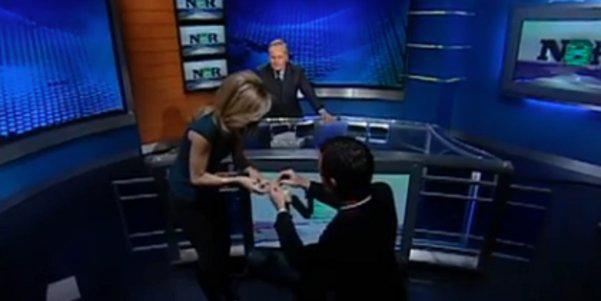 VIDEO: emotiva propuesta de matrimonio recibió una periodista durante entrevista