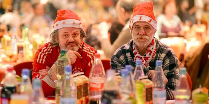 Alemania: Famoso cantante preparó cena navideña para casi 3 mil indigentes