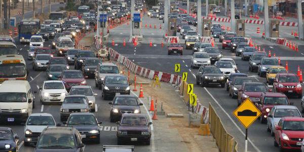 Policías de tránsito vs semáforos: el infernal e inmanejable tráfico limeño
