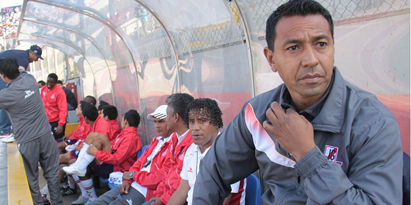 Norberto Solano: Inglaterra quiere golear a Perú para ir motivado a Brasil 2014