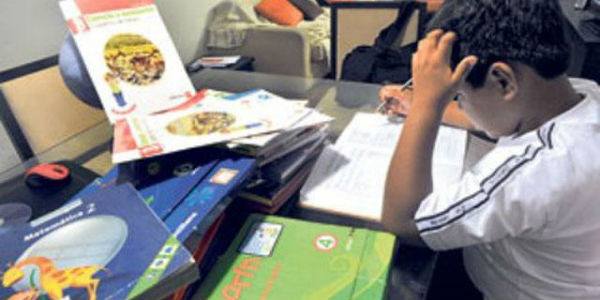 Indecopi sancionará a editoriales que vendan textos 'empaquetados'