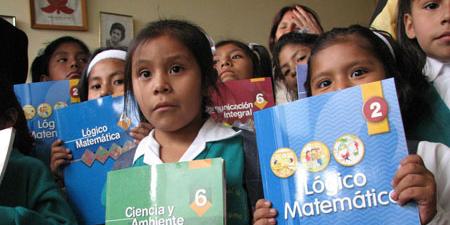 Ministerio de Educación inició entrega de textos escolares a colegios estatales