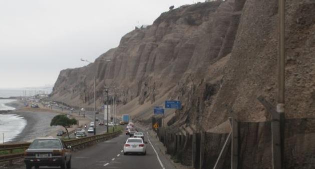 Emape no descarta más accidentes en la Costa Verde por caída de rocas