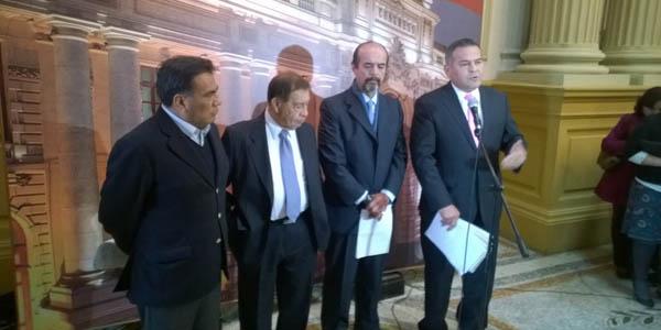 Cuatro congresistas apristas viajan a Uruguay por pedido de asilo de Alan García