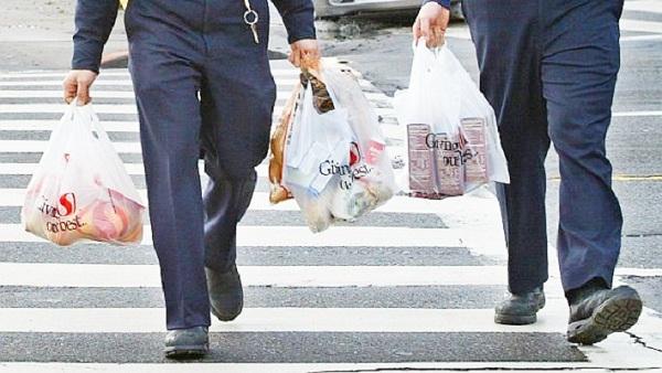 Prohíben uso de bolsas de plástico desechables en California