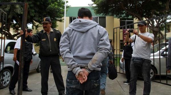 Detienen a delincuentes que robaron una pizzería en SJM