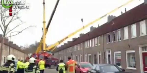 VIDEO: grúa destruye la casa de una novia y arruina propuesta de matrimonio
