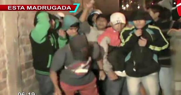 Comas: desconocidos a bordo de un auto acribillan a hincha de Alianza Lima