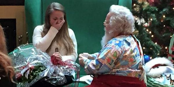 YouTube: Papá Noel hace la propuesta de matrimonio con más espíritu navideño