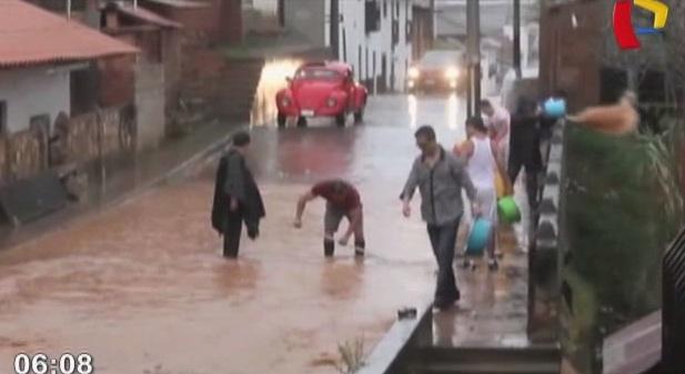 Calles y viviendas quedan inundadas por lluvias torrenciales en Chachapoyas