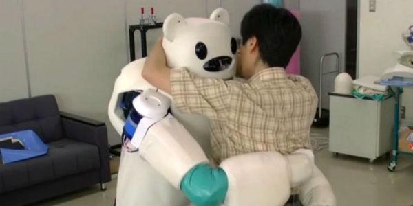 Japón: inventan robot que atiende ancianos