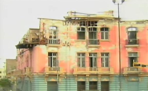 Plaza Dos de Mayo: casona incendiada en octubre es un peligro para transeúntes
