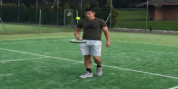 James Rodríguez muestra sus habilidades jugando tenis