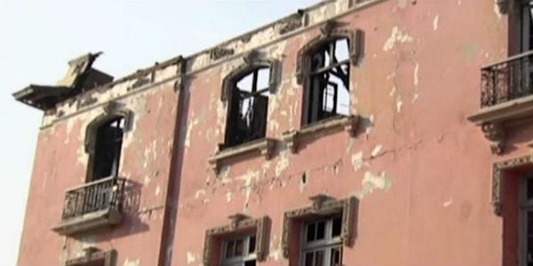 Tercer piso de casona incendiada en Plaza Dos de Mayo será desmontado
