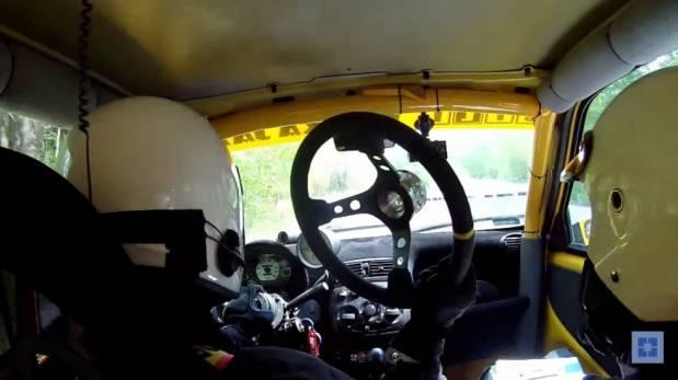 VIDEO: piloto pierde timón y continúa carrera con normalidad en Polonia