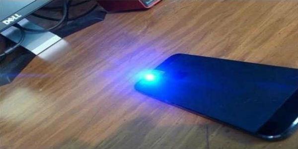 Conoce el ingenioso truco para producir luz 'ultravioleta' en tu celular