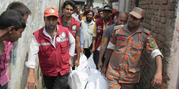 Estampida humana durante acto caritativo deja 17 muertos en Bangladesh