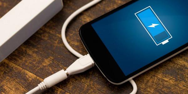 ¿Cargar el celular con agua y vela? dispositivo sería la solución para falta de energía eléctrica