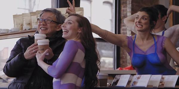 YouTube : en esta cafetería los empleados trabajan completamente desnudos