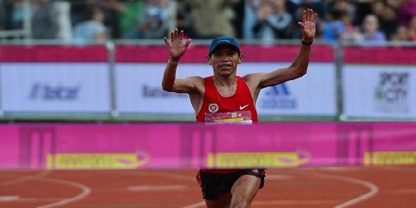 Raúl Pacheco gana medalla de plata en maratón masculina de Toronto 2015