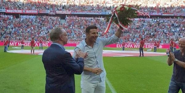 Claudio Pizarro recibió emotivo homenaje del Bayern Munich
