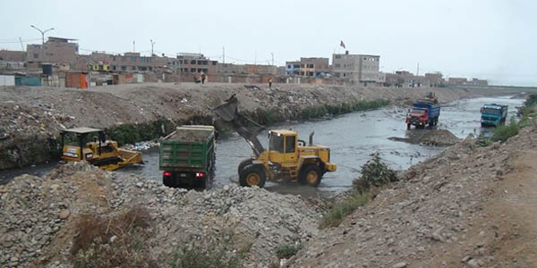 Limpian río Chillón para evitar desbordes por Fenómeno El Niño