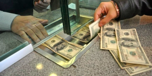 Alza del dólar: suben intereses por créditos en entidades financieras