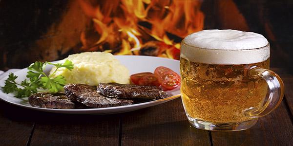 Consumir carne con cerveza reduce los riesgos de padecer cáncer