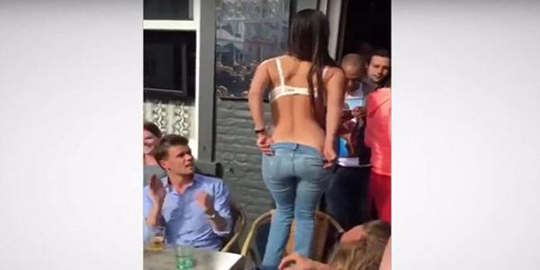 Hincha del Brujas de Bélgica se desnudó en público para celebrar el título de su equipo