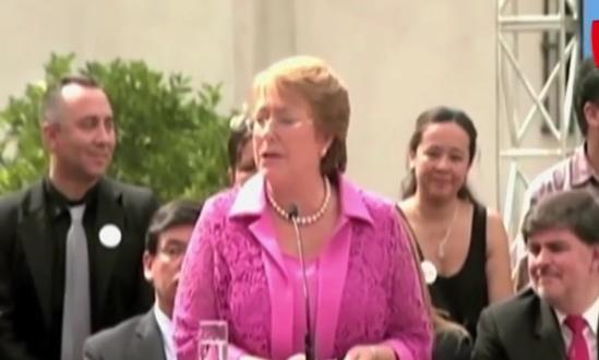 Chile: presidenta Bachelet denuncia a revista