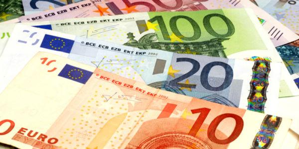 Cae el dólar y expertos recomiendan ahorrar en euros