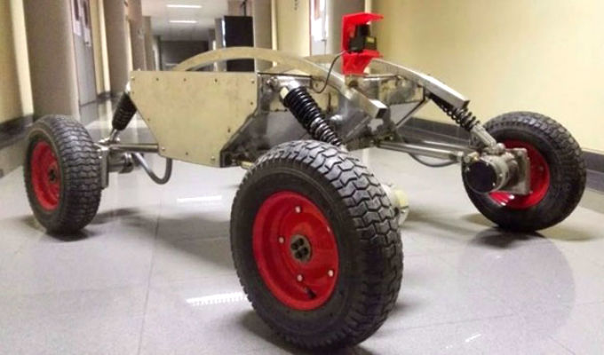 Científicos de la UNI crean el primer 'robot minero'