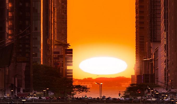 EEUU: el solsticio de Manhattan ilumina las calles de Nueva York