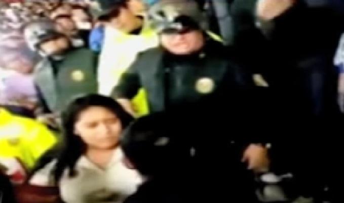 Policía agredió a mujer durante partido de Universitario con Sporting Cristal