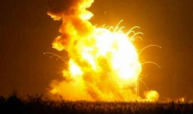 Explosión de cohete SpaceX destruye satélite de Facebook
