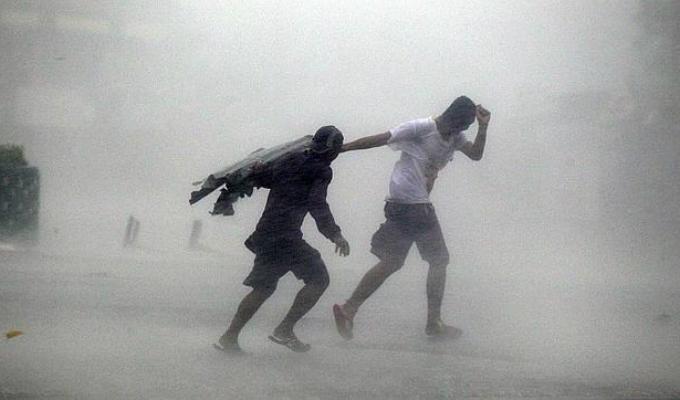 Taiwán: alerta por llegada de poderoso tifón Megi