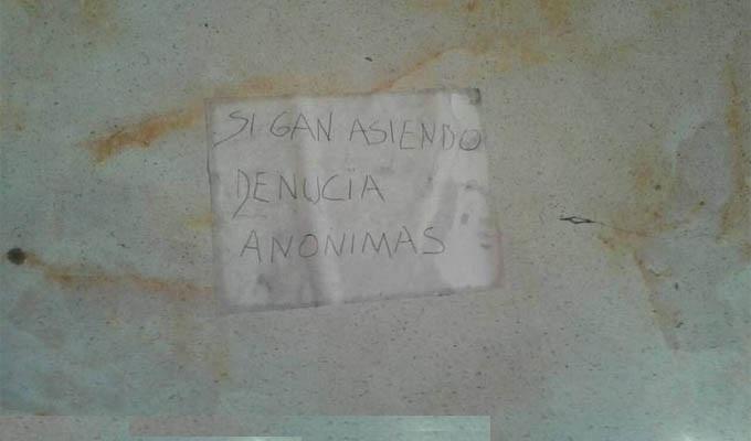 FOTOS: narcos dejan carteles con amenazas para quienes los denuncien