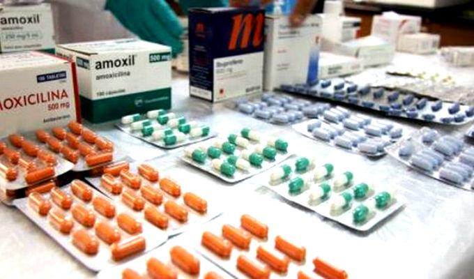 Minsa presentará proyecto de ley que obligue a farmacias a vender genéricos