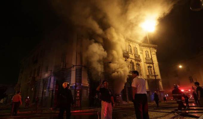 Plaza Dos de Mayo: incendio en local de instrumentos musicales