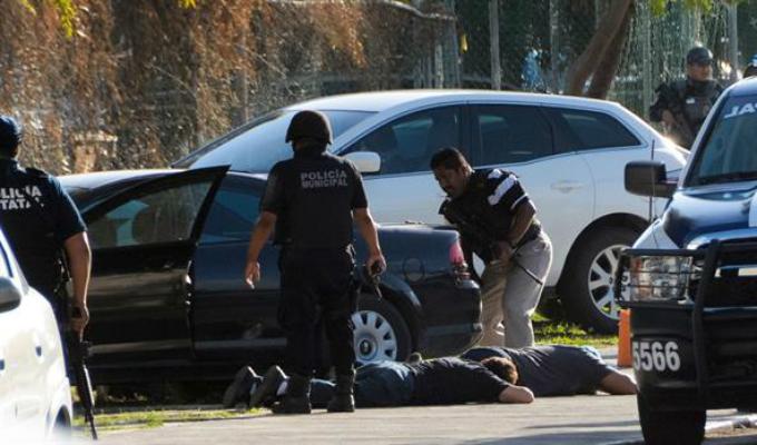 México: reportan balacera en edificio de la fiscalía en Cancún