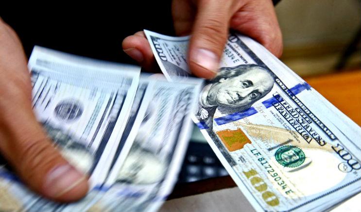 Precio del dólar baja a S/3.249 al cierre del viernes