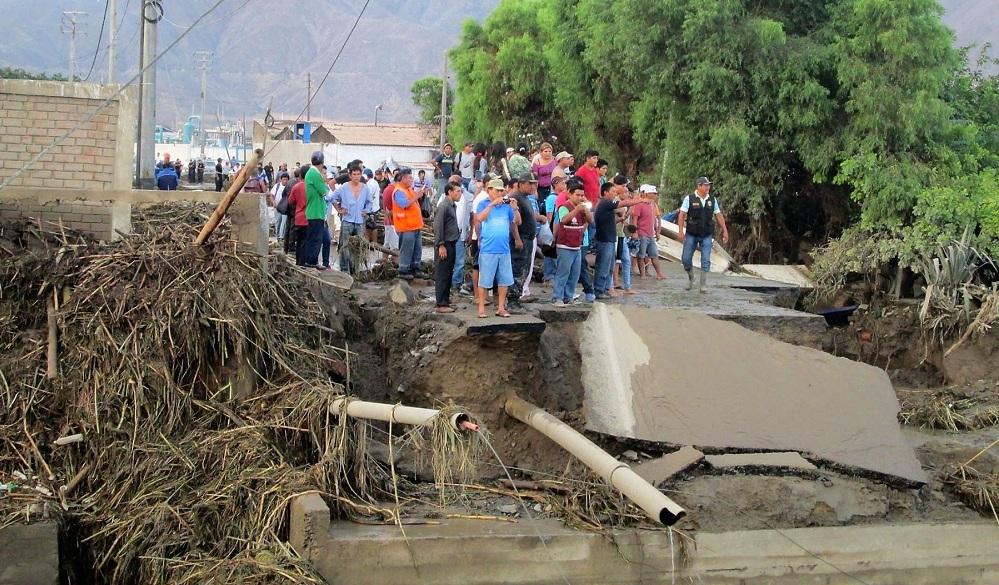 Huánuco: decenas de personas y vehículos varados por caída de huaicos