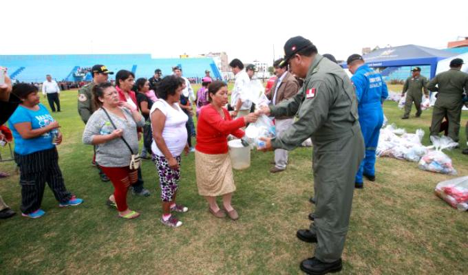 Policía dona 5 toneladas de ayuda para damnificados de Huaura