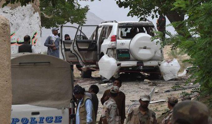 Atentado suicida deja 17 muertos y más de 30 heridos en Pakistán